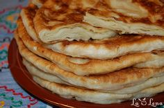 Plăcintă- pastry filled with soft cheese or apple Romanian Food, Romanian Recipes, Apple Filling, Pastry And Bakery, Cook At Home, Lunch Snacks, Soul Food, Puddings, Deserts