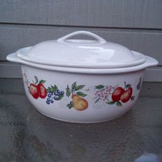 Here is a beautiful 2 1/2 qt (2.37 L) Covered Casserole Dish made by Corelle in the Chutney Fruit Pattern. The covered dish is in the