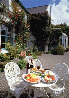 Cashel House - Country Manor House Hotel, Easter Offers Connemara and Galway Mums The Word, Blue Books, Al Fresco Dining, Dinner Table, Table Settings, Table Decorations, Picnics, Celtic, Ireland