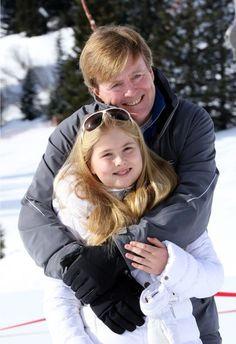Prinses Amalia met haar vader op wintersportvakantie in Lich februari 2015. Telegraaf.nl