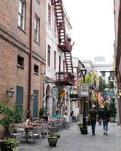 A weekday afternoon is the perfect time to explore the French Quarter. It's right outside our doors! #NOLA #HotelMonteleone