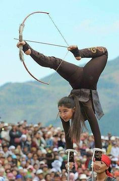 The World Nomad Games - in pictures-A girl in traditional dress performs archery tricks Arte Filipino, Karate, Traditional Archery, Action Poses, People Of The World, Pose Reference, Anatomy Reference, Drawing Reference, Martial Arts
