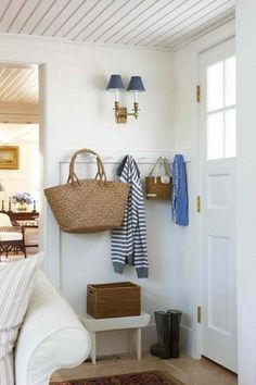 nice small space entry.   The market bag holds mail and other entryway drop offs like gloves and hats
