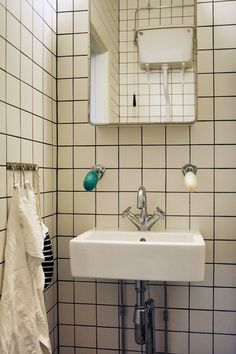 1950s Bathroom, Attic Bathroom, Bathroom Renos, Bathroom Inspo, Washroom, Bathroom Inspiration, Guest Bathrooms, White Tiles, Interior And Exterior