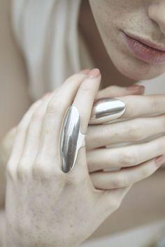 Sleek statement ring, elegant futuristic jewellery // Casa Malaspina