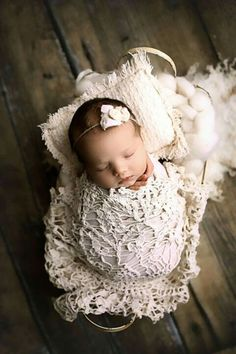 Excellent baby arrival detail are offered on our internet site. Take a look and you wont be sorry you did. Newborn Bebe, Foto Newborn, Newborn Shoot, Newborn Pictures, Baby Pictures, Baby Photos, Newborn Girl Pictures, Newborn Pics, Foto Baby
