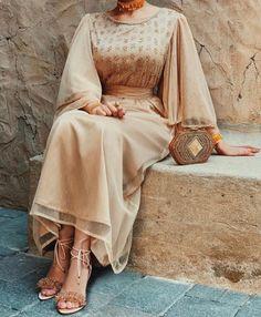 imageCaftan Gulab Moroccan Islamic Arabic Simple decor Art Ihsan Dress Hijab Bride with joy Arab Fashion, Muslim Fashion, Modest Fashion, Fashion Dresses, Modest Dresses, Modest Outfits, Elegant Dresses, Hijab Evening Dress, Hijab Dress Party