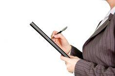 Często od Curriculum Vitae zależy, czy dostaniemy wymarzoną pracę. Jakich informacji nie powinien zawierać ten dokument? O najczęstszych błędach w CV.