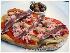 Tosta de escaliva de pimiento rojo berengena atun y anchoas. Tostadas, Work Meals, Easy Meals, Tapas Menu, Tapas Bar, Spanish Tapas, C'est Bon, International Recipes, Love Food