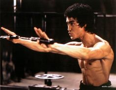 Bruce-Lee-Enter-the-dragon-numchucks.jpg (640×497)