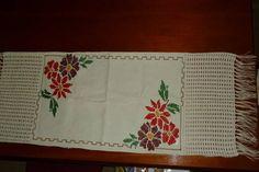 Tecido canhamo, bordado em ponto reto.  Pode ser feito em outros tamanhos. R$ 78,00
