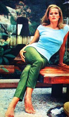 Ursula Andress, Romance (Dutch) April 1964