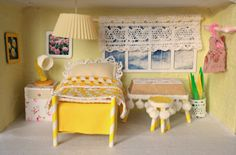 Tales from a happy house.: A Shoebox Bedroom For A Little Mouse Cardboard Dollhouse, Diy Dollhouse, Shoe Box Art, Box Bedroom, Interior Design Classes, Bedroom Crafts, Miniature Rooms, Miniature Crafts, Doll Beds