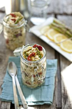 Orzo Pasta Salad with Asparagus and Artichokes. Serve in a jar. CUTE