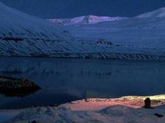 Fée des glaces- Caroline Vitelli's life in the seydisfjordur residence - www.reverencieux.com/caroline-vitelli-seydisfjordur-islande/ #carolinevitelli #islande #paysage
