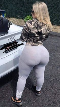 Big Girl Lover From Birth — Lexx Luciano Thick Girl Fashion, Curvy Women Fashion, Sexy Jeans, Sexy Curves, White Girls, Ideias Fashion, Sexy Women, Leggings, Thick Thighs