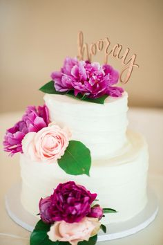 Wedding cake  Photo by: Lindsey Mueller Photography