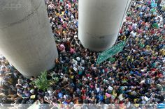 PHILIPPINES, Manila : Thousands of people line up for charity packages being given out by the politically-influential Filipino sect, Iglesia ni Cristo (Church of Christ) in Manila on October 14, 2013, as they hold a massive evangelical event in five arias in the city that attracted over a million people and brought Manila to a standstill with gigantic traffic jams.  AFP PHOTO / Jay DIRECTO