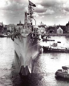 Heavy cruiser Prinz Eugen gets her first taste of water after being launched - August 1938 Bismarck Ship, Sink The Bismarck, Prinz Eugen, Heavy Cruiser, Navy Ships, Submarines, Sea World, Model Ships, Battleship