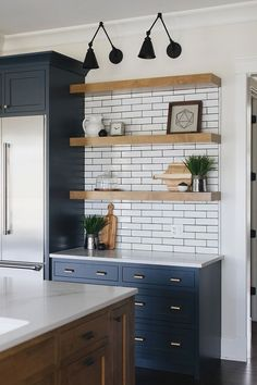 Kitchen wall is the essential side of our kitchen, the wall became the first view. That's why kitchen wall ideas became the most important thing. Brown Cabinets, Dark Kitchen Cabinets, Kitchen Wall Tiles, Kitchen Backsplash, Backsplash Ideas, Wooden Shelves Kitchen, Shaker Cabinets, Kitchen Counters, Wood Countertops
