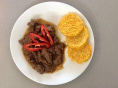 Jelení maso na cibuli, mrkvi a celeru, zeleninový nízkosacharidový knedlík