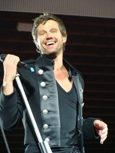 The Circus tour 2009 - Manchester........Happy Days!!! // Oh my! Why he's so gorgeous, huh? WHY!?!?!?!?!