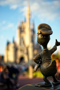 Donald Duck~ favorite character in favorite place. Walt Disney Land, Disney World Fl, Disney Love, Disney Parks, Disney Pixar, Baymax, Disney Statues, Don Rosa, Donald And Daisy Duck