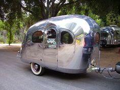 Sweet vintage travel trailer. That's so dang CUTE!!