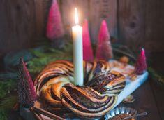 Festlicher Brioche Kranz mit Weihnachtsschokolade