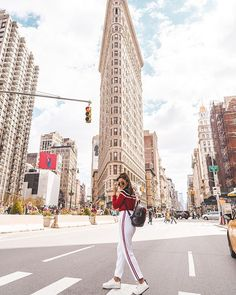 Nyc photography lessons, photography poses, new york photography, street . New York City Travel, New Travel, Travel Goals, Travel Photography Tumblr, New York Photography, Popular Photography, Photography Lessons, Photography Poses, Flatiron Building