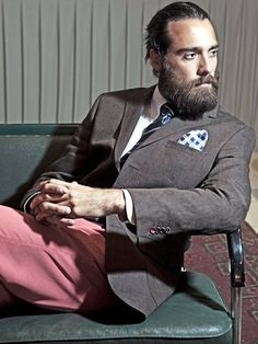 Es curiosa la delgada línea que separa el marcado estilo del vagabundismo en las barbas Jesucristo-style...