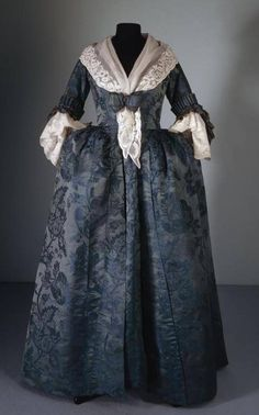 à langlaise ca. the Gemeentemuseum Den Haag via.Robe à langlaise ca. the Gemeentemuseum Den Haag via. 18th Century Dress, 18th Century Costume, 18th Century Clothing, 18th Century Fashion, Vintage Gowns, Vintage Outfits, Vintage Fashion, Victorian Dresses, Victorian Gothic