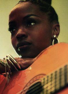Lauryn Hill - beautiful pic and angle. Just loving it Black Girls Rock, Black Girl Magic, Beautiful Black Women, Beautiful People, Beautiful Voice, Ms Lauryn Hill, Hiphop, Divas, Lauren Hill