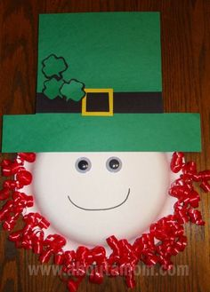 Leprechaun Paper Plate Craft ~ This is also a great way to teach kids about St Patrick's Day. Check out Leprechaun Fun Facts while you're crafting ; March Crafts, St Patrick's Day Crafts, Spring Crafts, Holiday Crafts, Arts And Crafts, Holiday Ideas, Holiday Pictures, Leprechaun, Craft Activities