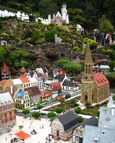 Gramado is a lovely place. Gramado's chocolate is famous all over Brazil, and even exported to many other countries. There are more than twenty chocolate manufacturers here, and it's really hard to say which brand is best. It's up to you to decide...
