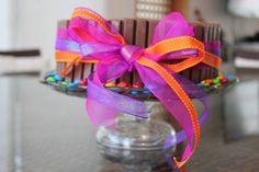 Pastel de kit kat y m&m's  #cake #kitkat #delicious #itacate #dessert #boyfriend #present #regalo #aniversario #anniversary #gift #ribbons #m&ms