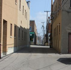 Alley 2nd and 3rd street