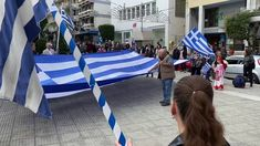 Πορεία με σημαίες, Μακεδονία Ξακουστή και Εθνικό Ύμνο την 28η Οκτωβρίου ...