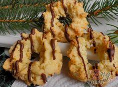 Kokosové strojkové věnečky   NejRecept.cz Christmas Candy, Christmas Baking, Christmas Cookies, Eid, Biscotti, Cauliflower, Food And Drink, Vegetables, Recipes