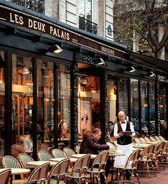 Un café a Paris c'est toujours le debut d'un grand voyage avec soi même.