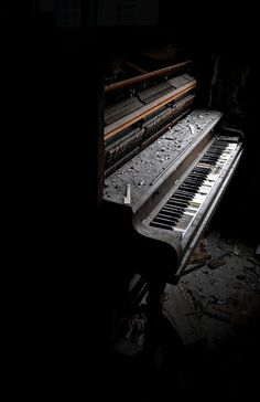 Lost Music - an abandoned piano