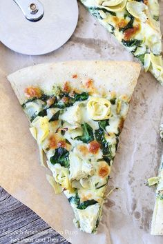 Spinach Artichoke Pesto Pizza Recipe on twopeasandtheirpo. This vegetarian pizza is always a crowd pleaser! Pesto Pizza, Pizza Pizza, Spinach Artichoke Pizza, Artichoke Recipes, Chicken Pizza, Barbecue Chicken, Pizza Dough, Pizza Recipes, Vegetarian Recipes
