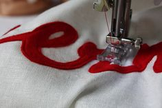 A great easy to follow felt applique tutorial. The ideas are endless, library bag names etc.