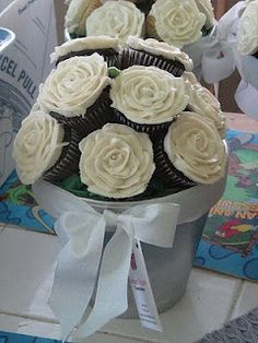 A Pot of Roses - Cupcakes display