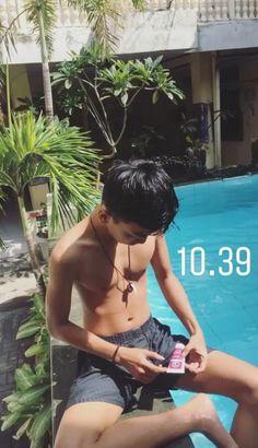 Korean Boys Ulzzang, Cute Korean Boys, Foto Instagram, Instagram Story, Abs Boys, Bad Boy Aesthetic, Grunge Boy, Boy Photography Poses, Asian Babies