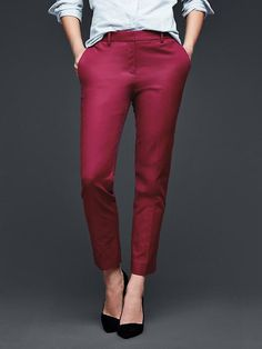Slim cropped pants from GAP Mature Women Fashion, Weekend Dresses, Pants For Women, Clothes For Women, Work Clothes, Michael Kors, Gap Women, Slim Fit Pants, Cropped Trousers