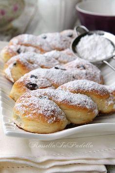 Sicilian pastries - Brioches Siciliane - i millefiori Italian Pastries, Bread And Pastries, Italian Desserts, Baking Recipes, Cookie Recipes, Dessert Recipes, Great Desserts, Delicious Desserts, Sicilian Recipes