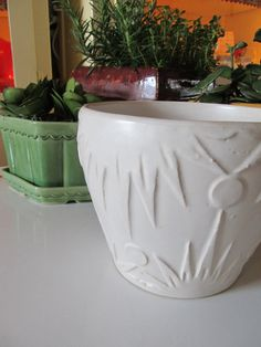 VINTAGE poterie blanc grand planteur, Roseville Jardiniere Art poterie planteur, soleil et lune Pattern, planteur blanc, chalet blanc Chic