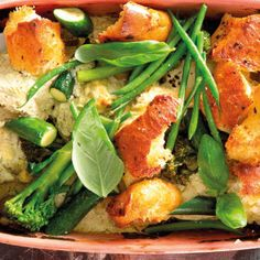 By using a ready cooked rotisserie chicken, you can make this dish in a jiffy – so dinner can be served soon after everyone gets home. Creamy Chicken, Baked Chicken, Chicken And Vegetables, Veggies, Chicken Drumsticks, Basil Pesto, Rotisserie Chicken, The Dish, 4 Ingredients