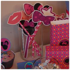 A little bowtique photobooth accesories Minnie par planeteprojets Minnie Mouse, Little Bow, Party Printables, Photo Booth, Bows, Disney Characters, Birthday, Etsy, Handmade Gifts